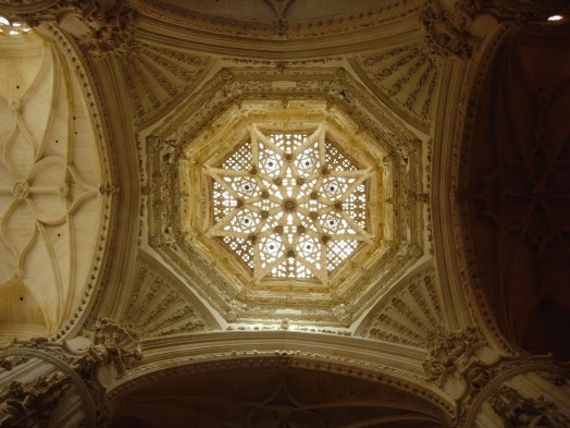Resultado de imagen de luces en catedrales
